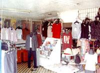 旭屋の衣料コーナー